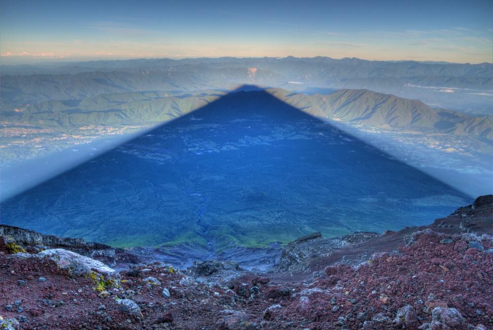 Bóng dài 15m núi Fujiyama, Nhật Bản.